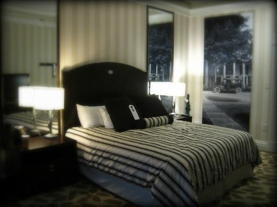 The Equinox Golf Resort & Spa: King Bed - Main Building