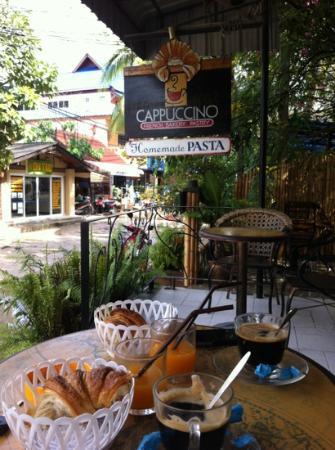 Cappuccino Bakery & Coffee House: entrée du 2ème magasin au Sud de l'île