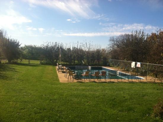 Mendon Mountain Orchards Motel: pool