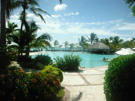 Sanctuary Cap Cana by AlSol: View towards the pool. Great landscapes.