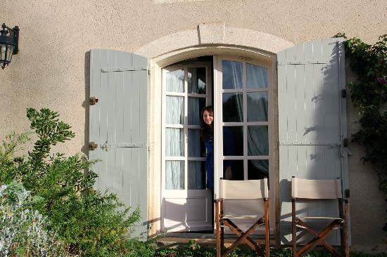 Mas de l'Oulivie: A room with a patio view.
