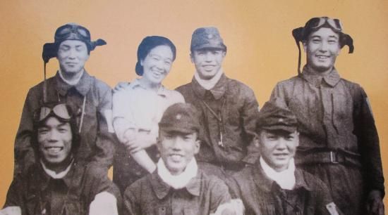 Chiran Peace Museum: 知覧特攻平和会館・・・出撃前の特攻隊員と特攻のお母さん