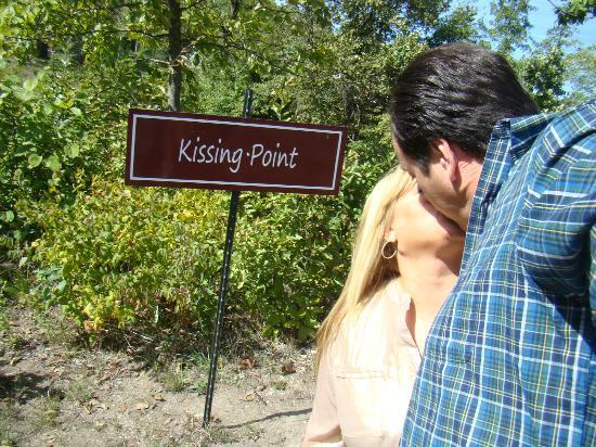 Inn on Crescent Lake: Smooching on the walking trail.