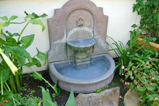 1906 Lodge, A Four Sisters Inn: fountain inside courtyard