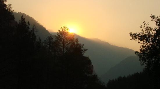 Kasol, India: Sunrise through the hills at the cottage