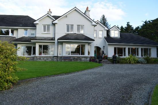 Loch Lein Country House: Front of the Hotel