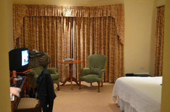 Loch Lein Country House : Spacious Room