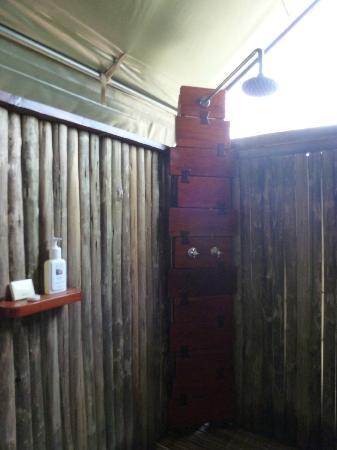 Camp Xakanaxa: Open-air shower, lined with bamboo