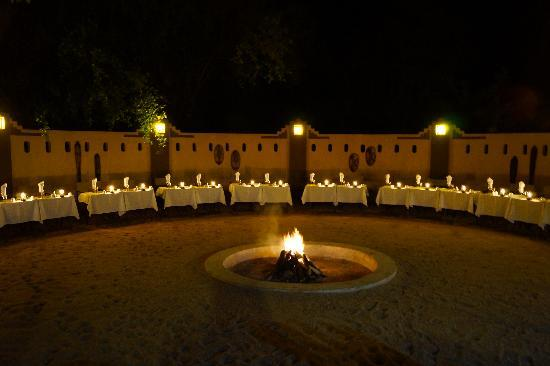 Elephant Plains Game Lodge: dinner in the boma 
