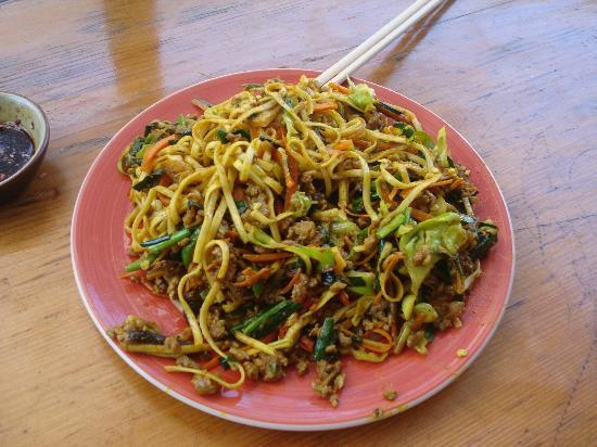 YunNan Coffee Ba: fried curry noodles with beef-- awesome