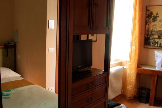Albergo Morlacchi: Room from the bed
