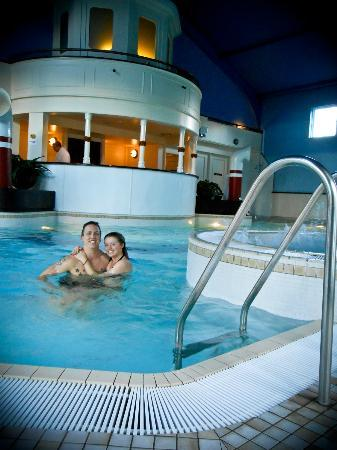 Alton Towers Spa: Relaxing in the swimming pool