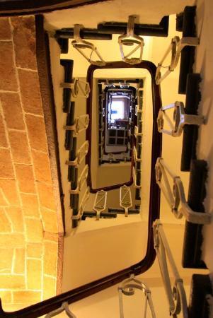 Albergo Morlacchi: Stairs