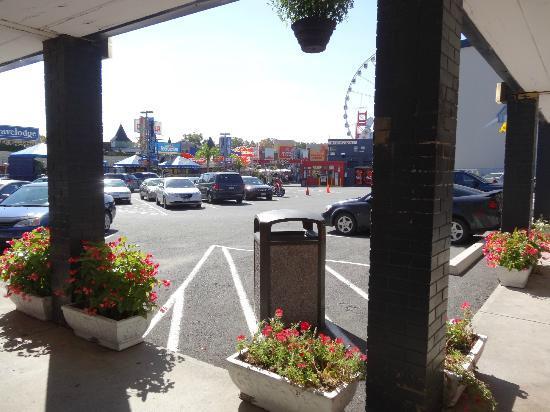 Thriftlodge Niagara Falls at the Falls: Parking