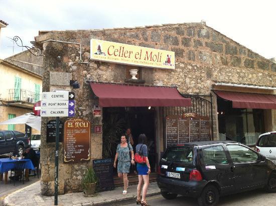 Celler El Moli : Outside
