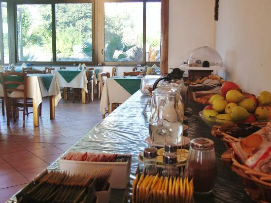لا تيرا دي سوجني هوتل آند فارم هاوس: Buffet Breakfast