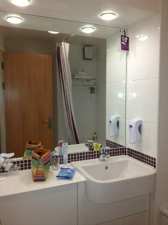Premier Inn London City (Old Street) Hotel: Bathroom