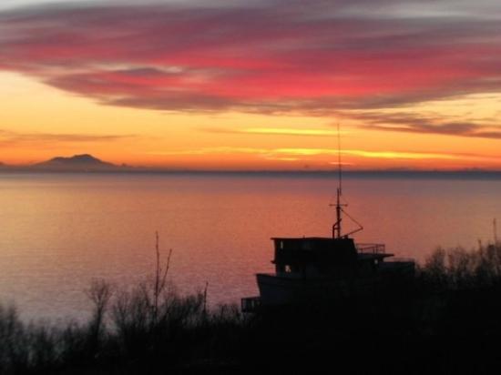 Alaska Adventure Cabins: Douvle Eagle at sunset