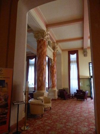 Palace Grand Hotel: Elegant lobby