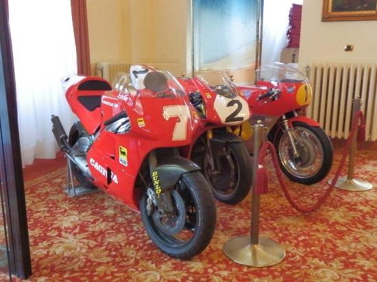 Palace Grand Hotel: Famous motor bikes in the lobby