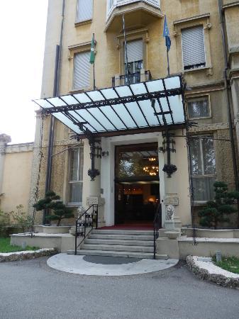 Palace Grand Hotel: Stunning liberty style entrance