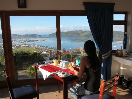 Blue Oyster B&B: Breakfast with a view