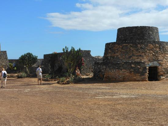 Barcelo Fuerteventura Thalasso Spa: Castle remains