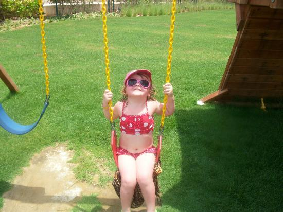 Al Hamra Residence & Village : on the swings