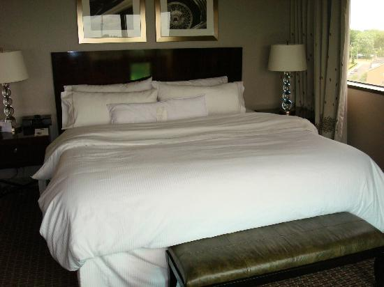 The Westin Southfield Detroit: Westin Bed