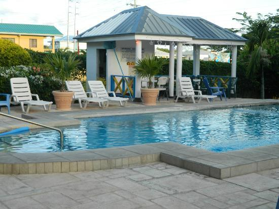 Douglas Apartments: pool