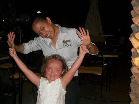 Al Hamra Residence & Village: dance time with ruby