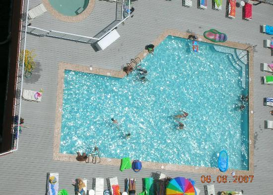 Sanibel Gulf Shores: pool is shallow, small gated baby pool