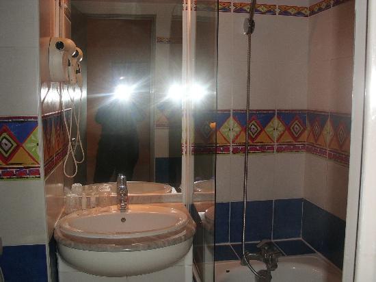 Kyriad Dax - Saint Paul Les Dax : salle de bain