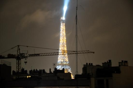 Ibis Tour Eiffel Cambronne: Widok wieczorem