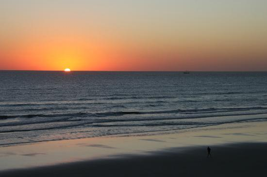 Holiday Inn Express and Suites Oceanfront: Sunrise
