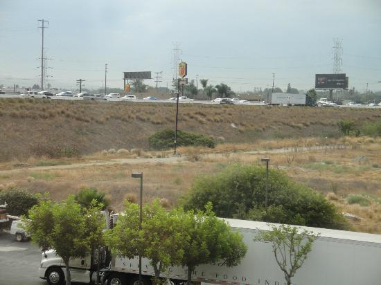 رمادا هوتل لوس أنجلوس/كوميرس: Vue de notre chambre 