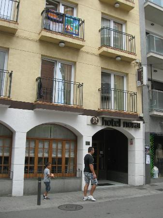 Hotel Norai: Street frontage