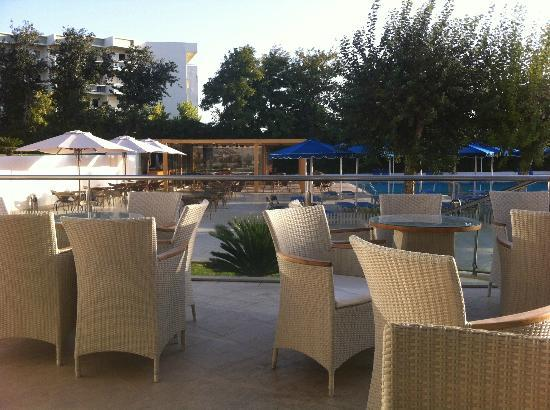 Mitsis Faliraki Beach Hotel: Hotel Terrace overlooking pool