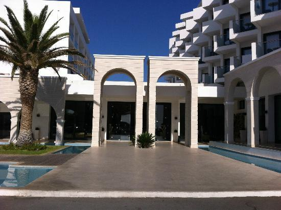 Mitsis Faliraki Beach Hotel: Front of Hotel