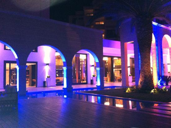 Mitsis Faliraki Beach Hotel: Front of Hotel at night
