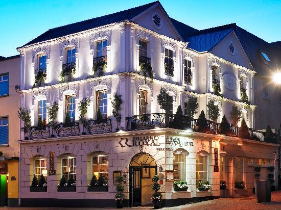 Killarney Royal: Exterior Night