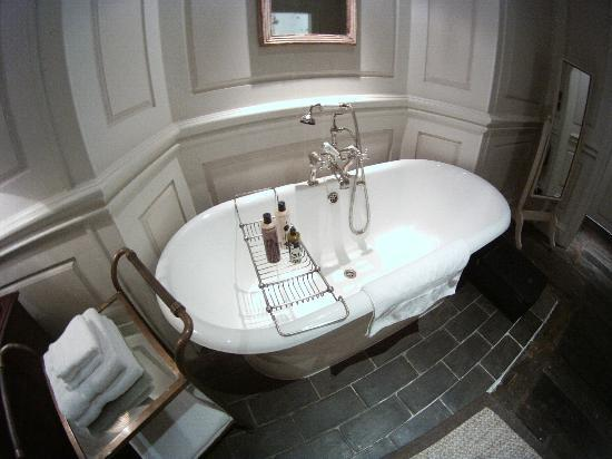 Dean Street Townhouse: Roll top bath in room 2