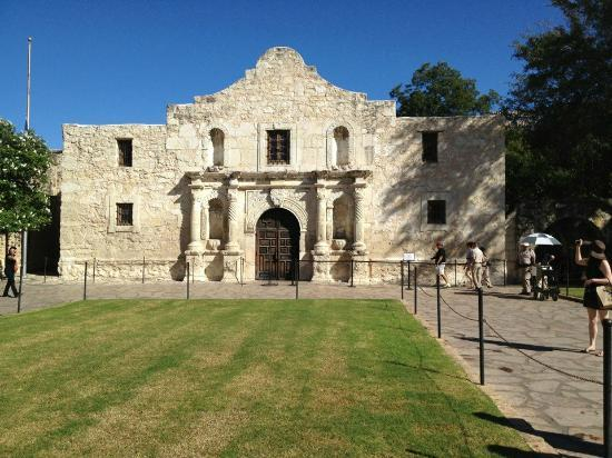 San Antonio Marriott Rivercenter: The Alamo within walking distance and it's a free.