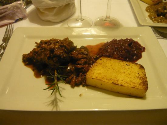 Andreas Hofer: filetto di capriolo con finferli e polenta