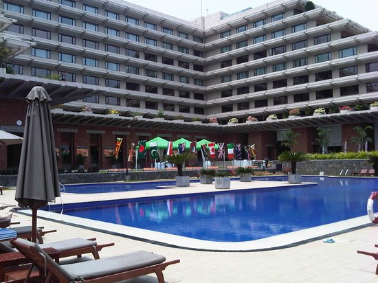 Cinnamon Lakeside Colombo : Awesome Pool and Pool Bar