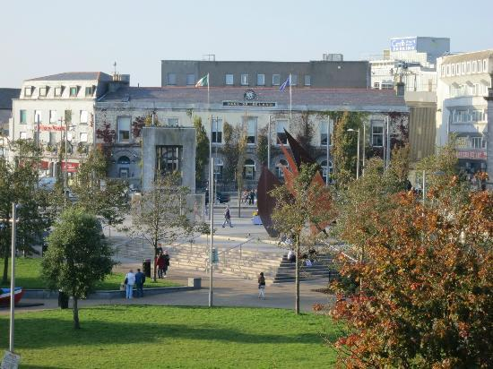 Hotel Meyrick: View of Eyre Square from 3rd Floor Room