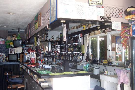 Coopers Bar: well stocked bar