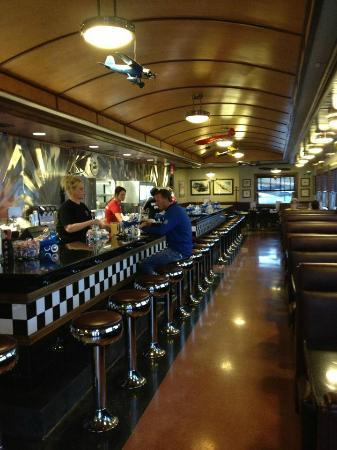 Hangar Hotel: Breakfast at the diner