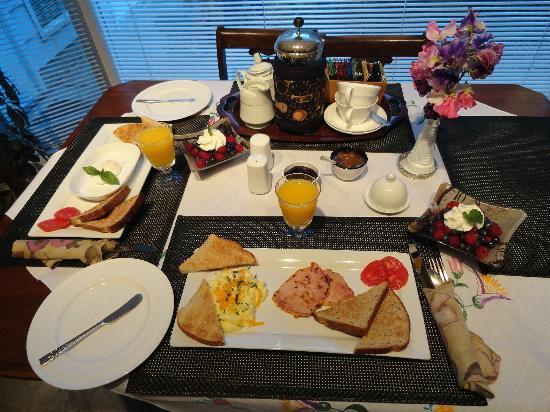 Ridgeview Gardens Bed and Breakfast: The beautifully presented breakfast