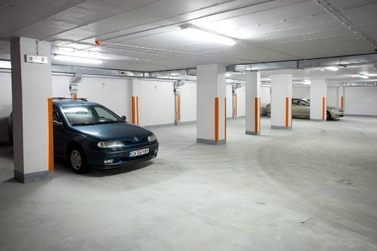 Thracia Hotel: Valet serviced underground garage